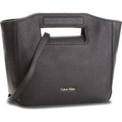 Torebka CALVIN KLEIN BLACK LABEL - Carryall Mini Grab T K60K603845 001. Czarne listonoszki damskie marki Calvin Klein Black Label, z materiału. Za 799,00 zł.