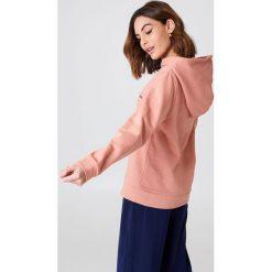 Rut&Circle Bluza z dużym kapturem Penny - Pink. Różowe bluzy z kapturem damskie Rut&Circle, z nadrukiem, z długim rękawem, długie. W wyprzedaży za 64,78 zł.