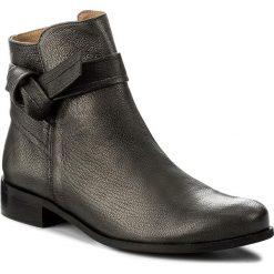 Botki KARINO - 2104/127-P Ciemny Srebrny. Fioletowe buty zimowe damskie marki Karino, ze skóry. W wyprzedaży za 199,00 zł.
