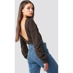 NA-KD Basic Sweter z głębokim dekoltem z tyłu - Brown. Różowe swetry klasyczne damskie marki NA-KD Basic, z bawełny. Za 60,95 zł.