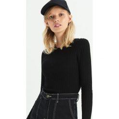 Dopasowany sweter w prążki - Czarny. Czarne swetry klasyczne damskie Sinsay, m. Za 39,99 zł.