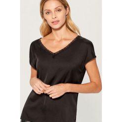 Koszulka z koronkową lamówką - Czarny. Czarne t-shirty damskie Mohito, l, z koronki. Za 59,99 zł.