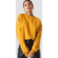 NA-KD Trend Bluza Passionate - Orange,Yellow. Pomarańczowe bluzy z nadrukiem damskie marki NA-KD Trend, z dzianiny, z długim rękawem, długie. Za 161,95 zł.