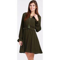 Sukienka - 134-2775 MILI. Zielone sukienki hiszpanki Unisono, l, z materiału, ze stójką, mini, rozkloszowane. Za 59,00 zł.