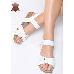 Białe Skórzane Sandały Behind The World. Białe sandały damskie marki Born2be, z materiału, na obcasie. Za 99,99 zł.