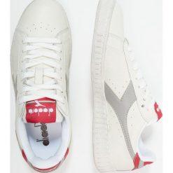 Diadora GAME WAXED Tenisówki i Trampki bianco/grigio paloma. Białe tenisówki męskie Diadora, z materiału. W wyprzedaży za 341,10 zł.