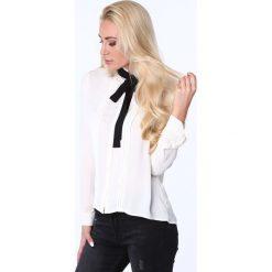 Koszula z wiązaniem kremowa MP26004. Białe koszule wiązane damskie marki Fasardi, m. Za 63,20 zł.