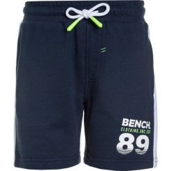 Bench BRANDED  Spodnie treningowe dark navy blue. Niebieskie jeansy chłopięce Bench. Za 129,00 zł.