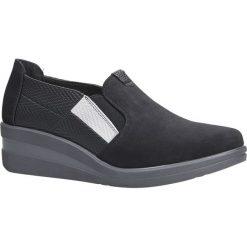Czarne półbuty na koturnie Sergio Leone PB229. Czarne buty ślubne damskie marki Sergio Leone. Za 99,99 zł.