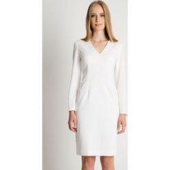 Sukienka ecru w długimi rozkloszowanymi rękawami BIALCON. Szare sukienki balowe BIALCON, na imprezę, z kopertowym dekoltem, z długim rękawem, kopertowe. Za 285,00 zł.