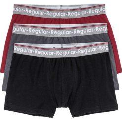 Bokserki (3 pary) bonprix czerwony klonowy + czarny + szary. Czerwone bokserki męskie bonprix, z napisami. Za 50,97 zł.