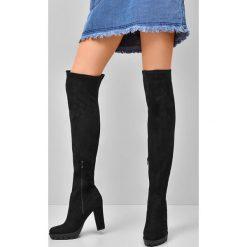 Czarne Kozaki Pertain. Czarne buty zimowe damskie marki Born2be, z materiału, z okrągłym noskiem, na wysokim obcasie, na obcasie. Za 89,99 zł.