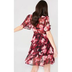 Sukienki: NA-KD Boho Sukienka z trójwarstwową falbanką – Red