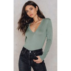Swetry oversize damskie: NA-KD Trend Sweter z dzianiny z dekoltem V - Green