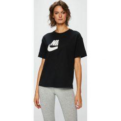 Nike Sportswear - Top sportowy. Szare topy sportowe damskie Nike Sportswear, l, z nadrukiem, z bawełny, z krótkim rękawem. W wyprzedaży za 149,90 zł.