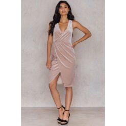 Sukienki hiszpanki: Hannalicious x NA-KD Welurowa sukienka – Pink,Nude