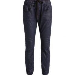 GStar ARC 3D SLIM SPORT LOW BF  Jeansy Relaxed Fit darkblue denim. Niebieskie jeansy damskie marki G-Star, z bawełny. W wyprzedaży za 375,20 zł.