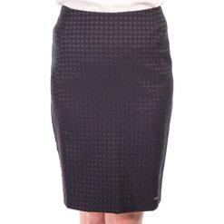 Spódnica czarna ołówkowa w drobną kartę QUIOSQUE. Czarne spódnice wieczorowe QUIOSQUE, z tkaniny, midi, ołówkowe. W wyprzedaży za 40,00 zł.