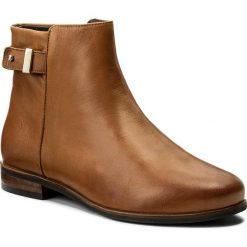 Botki WOJAS - 6590-53 Brązowy. Brązowe buty zimowe damskie Wojas, ze skóry, na obcasie. W wyprzedaży za 259,00 zł.