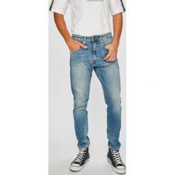 Tommy Jeans - Jeansy TJ 1988. Niebieskie jeansy męskie z dziurami marki Tommy Jeans. W wyprzedaży za 319,90 zł.