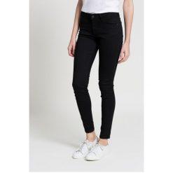 Wrangler - Jeansy. Czarne jeansy damskie rurki marki Wrangler. W wyprzedaży za 269,90 zł.