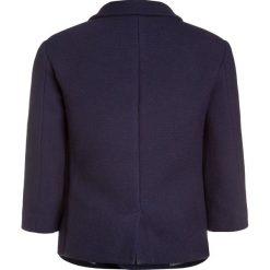 Carrement Beau Marynarka marine. Niebieskie kurtki dziewczęce przeciwdeszczowe Carrement Beau, z elastanu. W wyprzedaży za 284,25 zł.
