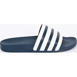 Adidas Originals - Klapki. Szare klapki męskie adidas Originals, z materiału. W wyprzedaży za 119,90 zł.