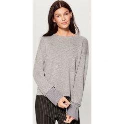 Sweter z koszulowymi rękawami - Jasny szar. Szare swetry klasyczne damskie marki Mohito, l, z koszulowym kołnierzykiem. W wyprzedaży za 59,99 zł.