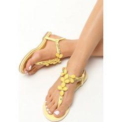 Żółte Sandały Lovely View. Żółte sandały damskie Born2be, z lakierowanej skóry, na obcasie. Za 59,99 zł.