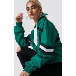 NA-KD Trend Kurtka Stripe Detailed Tracksuit - Green. Białe kurtki damskie marki NA-KD Trend, z nadrukiem, z jersey, z okrągłym kołnierzem. Za 161,95 zł.