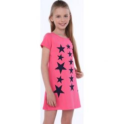 Sukienka dziewczęca w gwiazdki amarantowa NDZ8244. Czerwone sukienki dziewczęce marki Fasardi. Za 49,00 zł.