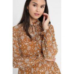 Second Female MINDY DRESS Sukienka letnia sudan brown. Brązowe sukienki hiszpanki Second Female, na lato, l, z materiału. Za 689,00 zł.