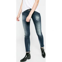 Diesel - Jeansy. Niebieskie jeansy damskie rurki Diesel, z obniżonym stanem. W wyprzedaży za 499,90 zł.