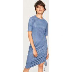 Sukienka midi ze ściągaczem z boku - Niebieski. Niebieskie sukienki z falbanami marki Reserved, l, midi. Za 59,99 zł.
