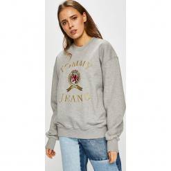 Tommy Jeans - Bluza. Szare bluzy rozpinane damskie Tommy Jeans, l, z aplikacjami, z bawełny, bez kaptura. Za 579,90 zł.