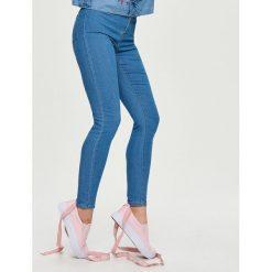 Jeansy high waist - Niebieski. Niebieskie spodnie z wysokim stanem Sinsay, z jeansu. Za 49,99 zł.