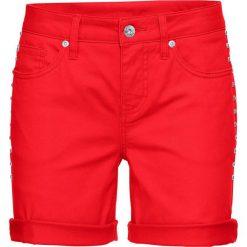 Szorty dżinsowe bonprix czerwony sygnałowy. Czerwone bermudy damskie bonprix, z jeansu. Za 59,99 zł.