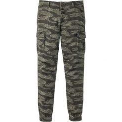 Spodnie bojówki ze stretchem Slim Fit Straight bonprix ciemnooliwkowy moro. Zielone bojówki męskie bonprix, moro. Za 59,99 zł.