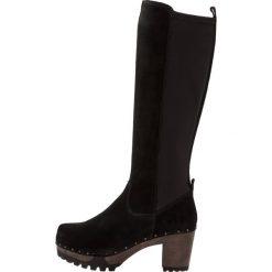 Softclox OZEANA Kozaki na platformie bailey. Czarne buty zimowe damskie marki Kazar, z futra, przed kolano, na wysokim obcasie, na koturnie. Za 1039,00 zł.