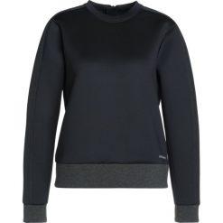 Under Armour LUSTER LONG SLEEVE CREW Bluza black. Czarne bluzy damskie Under Armour, l, z bawełny. W wyprzedaży za 381,75 zł.