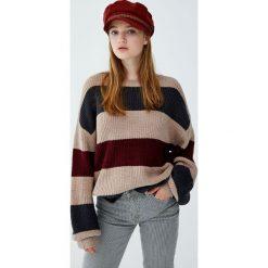 Sweter w szerokie kolorowe paski. Czerwone swetry klasyczne damskie Pull&Bear. Za 99,90 zł.