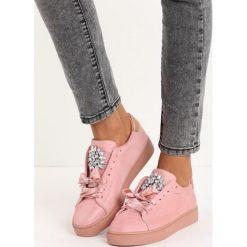 Różowe Buty Sportowe Noble. Fioletowe buty sportowe damskie marki KALENJI, z gumy, do biegania. Za 69,99 zł.
