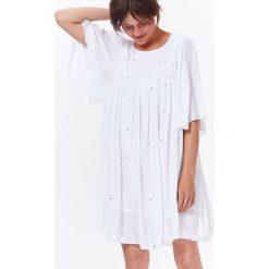 SUKIENKA MINI Z BŁYSZCZĄCĄ APLIKACJĄ W STYLU JESSICA MERCEDES. Szare sukienki letnie Top Secret, z aplikacjami, mini. Za 79,99 zł.