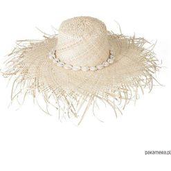Pleciony kapelusz z muszlami. Szare kapelusze damskie marki Pakamera. Za 109,00 zł.