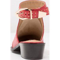 Bronx Ankle boot bright red. Czarne botki damskie skórzane marki Bronx. W wyprzedaży za 363,30 zł.