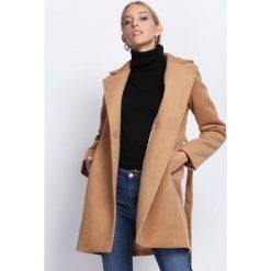 Camelowy Płaszcz Heartbeats. Czerwone płaszcze damskie zimowe marki Cropp, l. Za 274,99 zł.