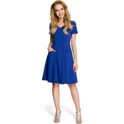 Rozkloszowana Chabrowa Sukienka z Cięciami Modelującymi. Niebieskie sukienki balowe marki Molly.pl, l, z tkaniny, dekolt w kształcie v, z krótkim rękawem, midi, rozkloszowane. Za 115,90 zł.