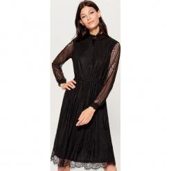 Koronkowa sukienka midi - Czarny. Czarne sukienki koronkowe marki Molly.pl, na wesele, l, z gorsetem, midi, baskinki. Za 159,99 zł.