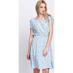 Sukienki: Niebieska Sukienka Expansion