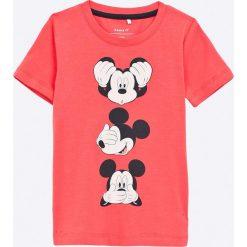 Name it - T-shirt dziecięcy Mickey 92-128 cm. Różowe t-shirty chłopięce z nadrukiem Name it, z bawełny, z okrągłym kołnierzem. W wyprzedaży za 49,90 zł.
